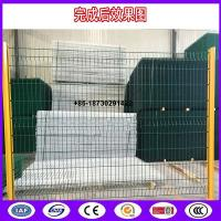 Quality Decorative fence -Peach Shape post ,Triangle Bending Panel as fence application for sale
