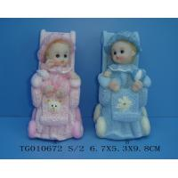 China Blue And Pink Polyresin Baby Figurines In Cradle For Cute Baby Gifts on sale