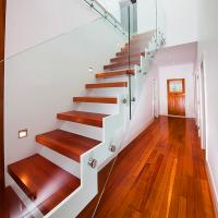 Quality Supply DIY Red Oak Wood Floating Stairs Solid Wood Stair Treads for sale