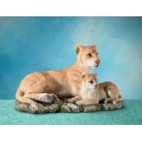 Quality Polyresin Animal Figurines Polyresin Lioness Figurine with Cub for sale