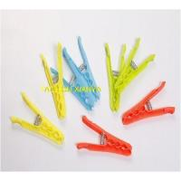 Plastic clothes pegs (59)